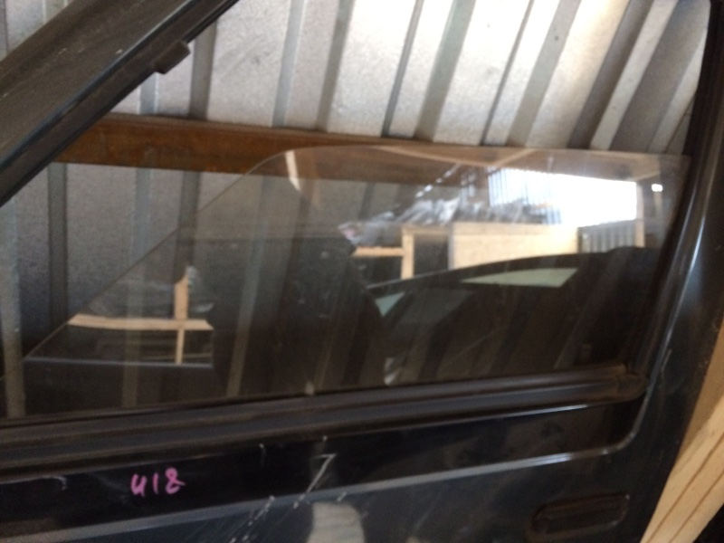 Стекло двери Nissan Largo C22 переднее левое (б/у)