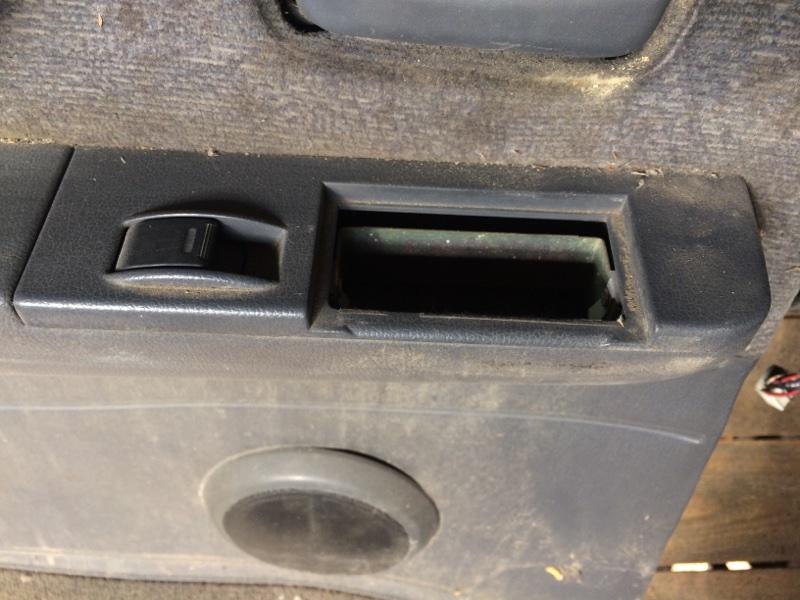 Пульт стеклоподъемника Toyota Land Cruiser HDJ81 задний левый (б/у)
