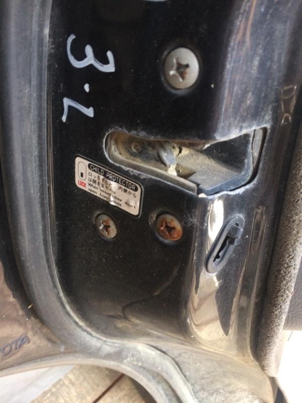 Замок двери Toyota Land Cruiser HDJ81 задний левый (б/у)