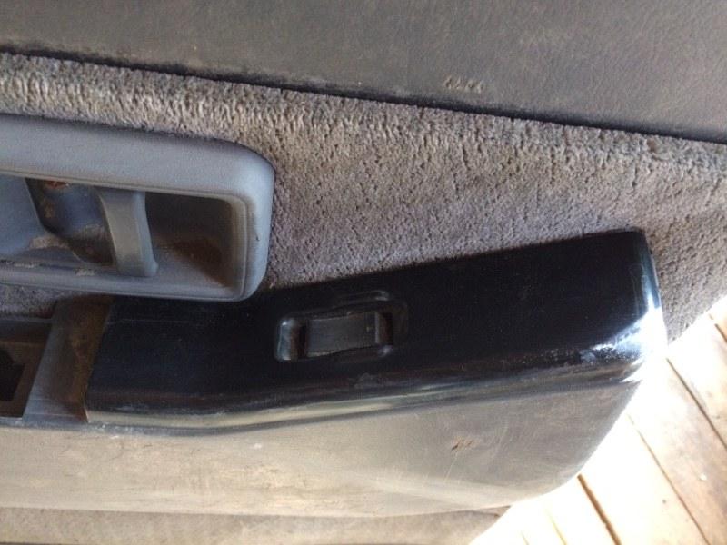 Пульт стеклоподъемника Nissan Safari Y60 задний левый (б/у)