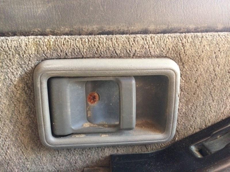 Ручка двери внутренняя Nissan Safari Y60 задняя левая (б/у)