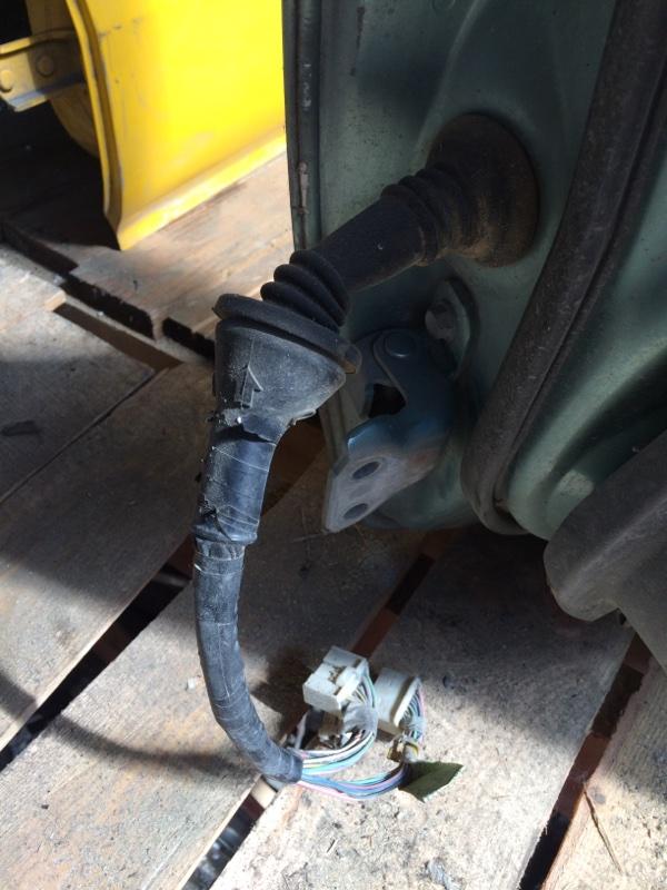 Проводка двери Toyota Belta SCP92 передняя правая (б/у)