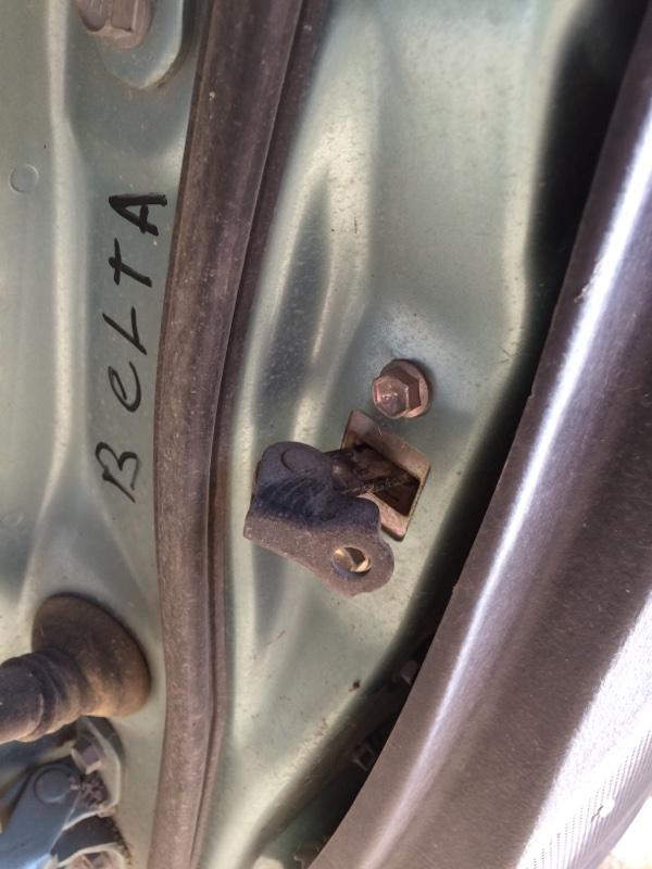 Ограничитель двери Toyota Belta SCP92 передний правый (б/у)