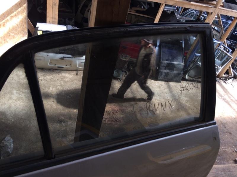 Стекло двери Toyota Corolla Runx NZE121 заднее правое (б/у)
