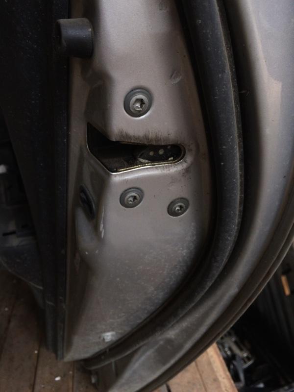 Замок двери Toyota Corolla Runx NZE121 задний правый (б/у)