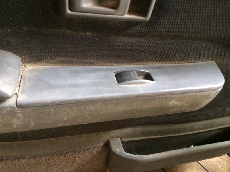 Пульт стеклоподъемника Toyota Hilux Surf KZN130 передний левый (б/у)
