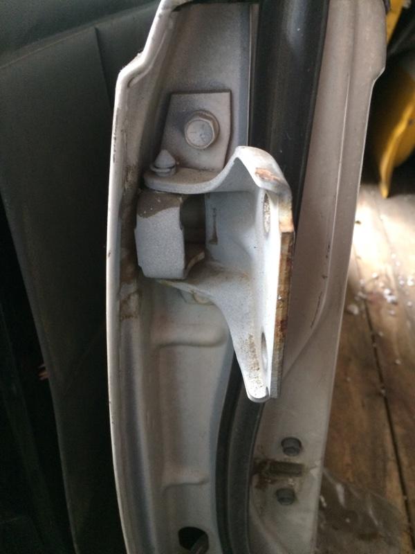 Петли на дверь Suzuki Escudo TA01W передние правые верхние (б/у)