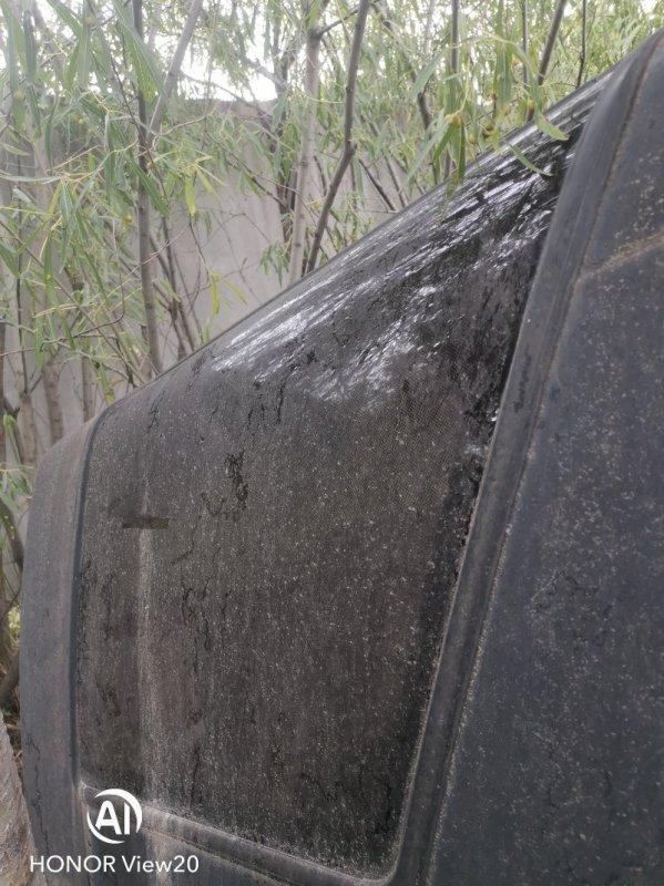 Стекло собачника Toyota Hilux Surf LN61 2L заднее правое (б/у)
