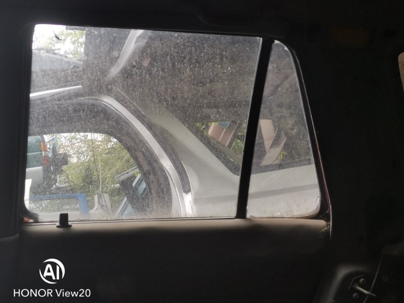 Форточка двери Toyota Hilux Surf N130 задняя правая (б/у)