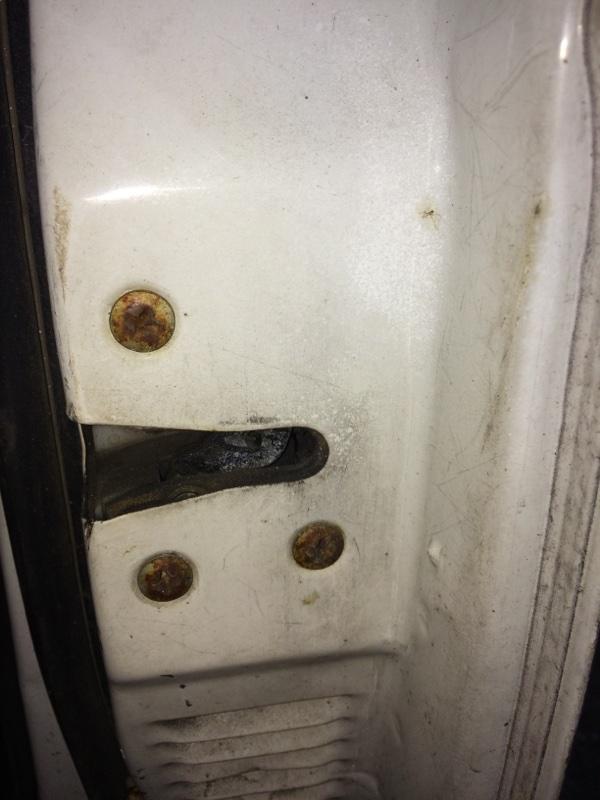 Замок двери Nissan Datsun BMD21 передний правый (б/у)