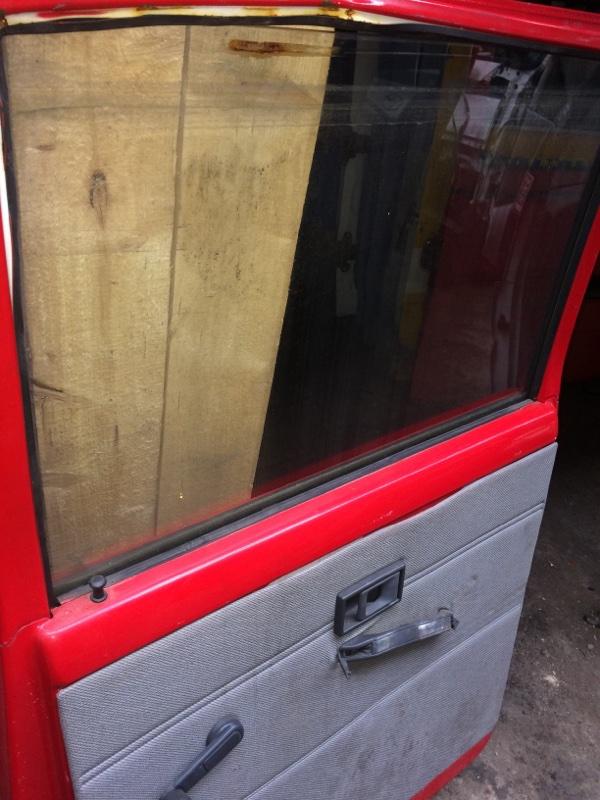 Стекло двери Mitsubishi Canter FE337 заднее правое (б/у)