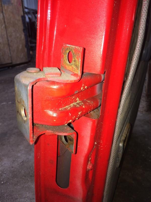 Петли на дверь Mitsubishi Canter FE337 задние правые верхние (б/у)