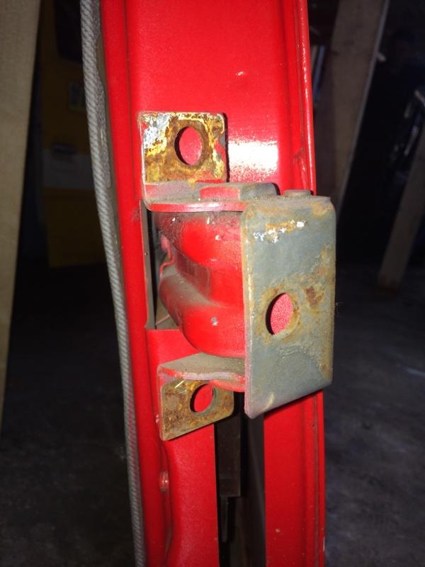 Петли на дверь Mitsubishi Canter FE337 задние левые верхние (б/у)