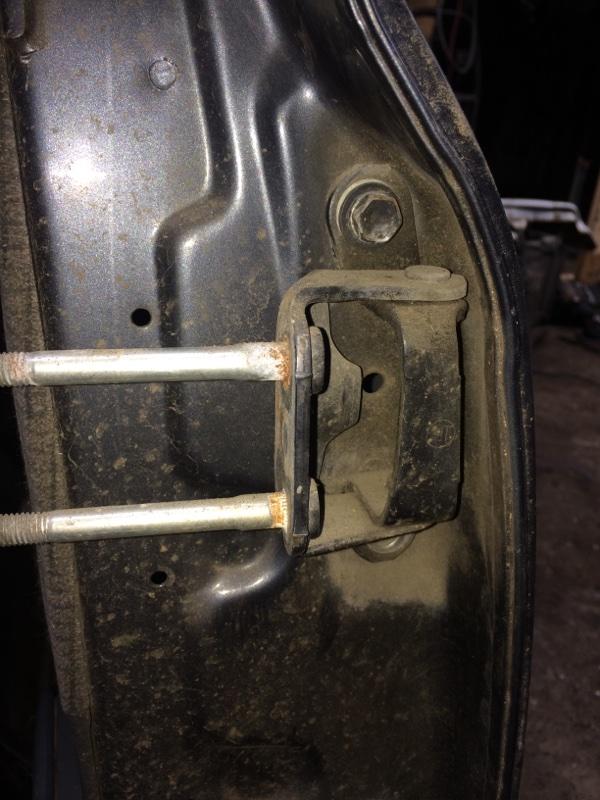 Петли на дверь Toyota Land Cruiser HDJ80 задние левые верхние (б/у)