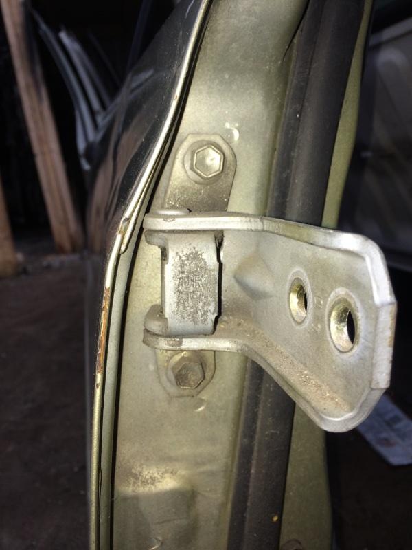 Петли на дверь Suzuki Escudo GFTA02 передние правые верхние (б/у)
