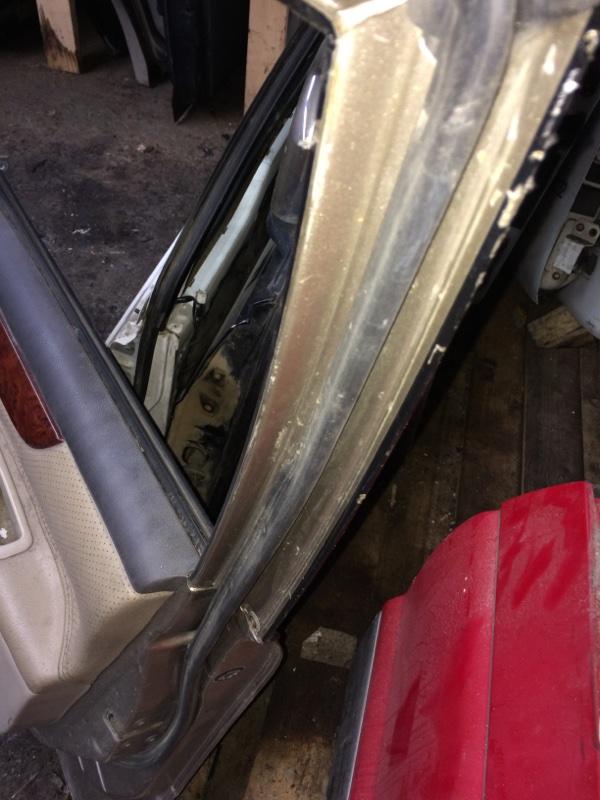 Уплотнительная резинка дверей Toyota Ipsum ACM21 передняя правая (б/у)