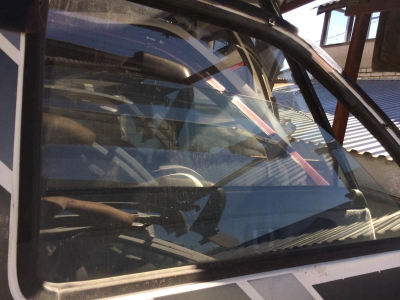 Стекло двери Nissan Datsun QMD21 переднее правое (б/у)