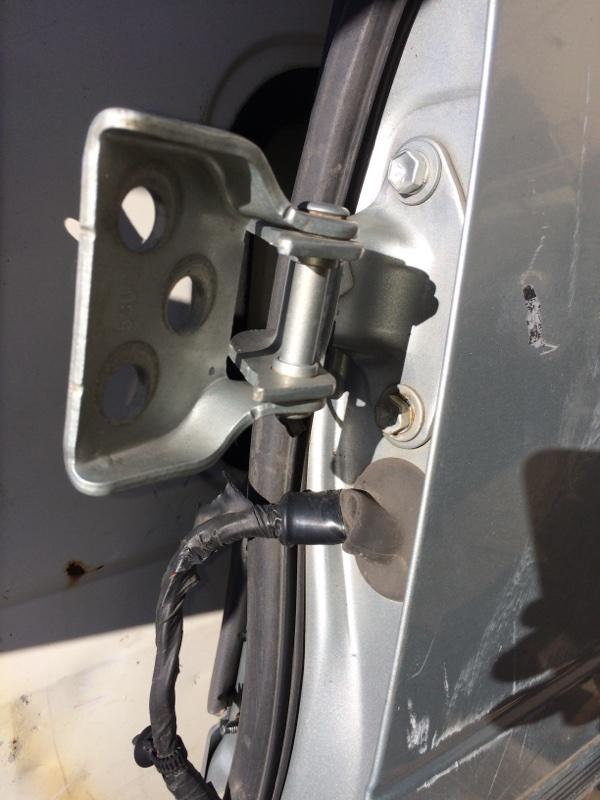 Петли на дверь Toyota Town Ace CR30 передние левые верхние (б/у)