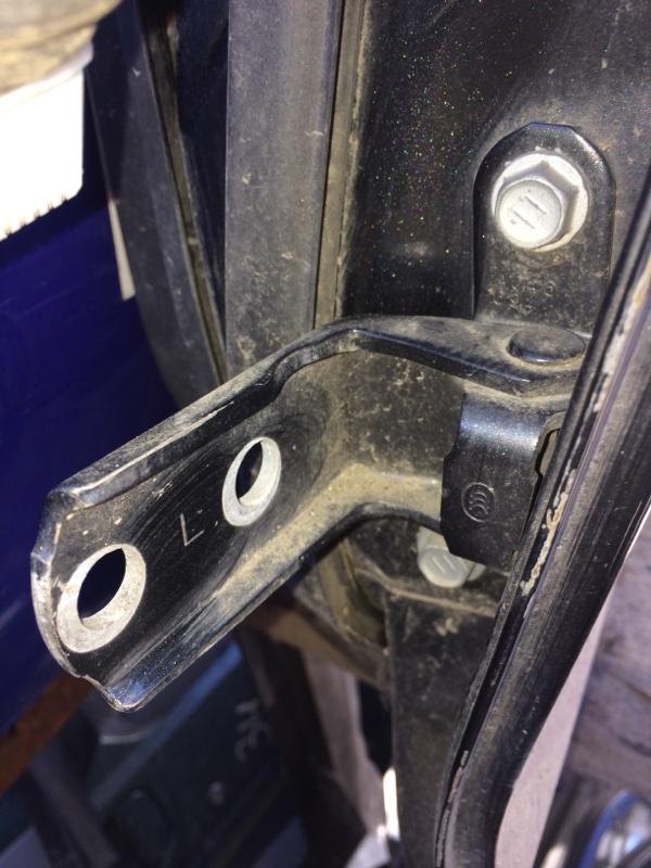 Петли на дверь Toyota Belta NCP96 задние левые нижние (б/у)