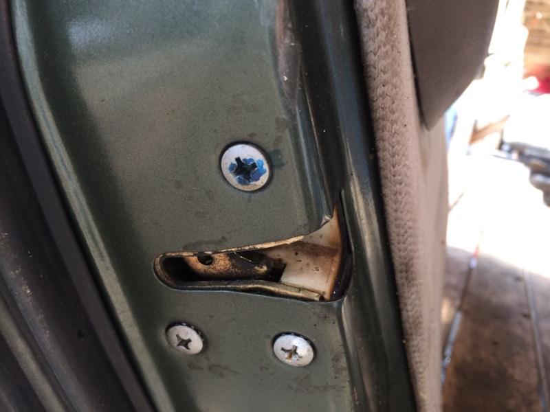 Замок двери Nissan Caravan ARE24 передний левый (б/у)