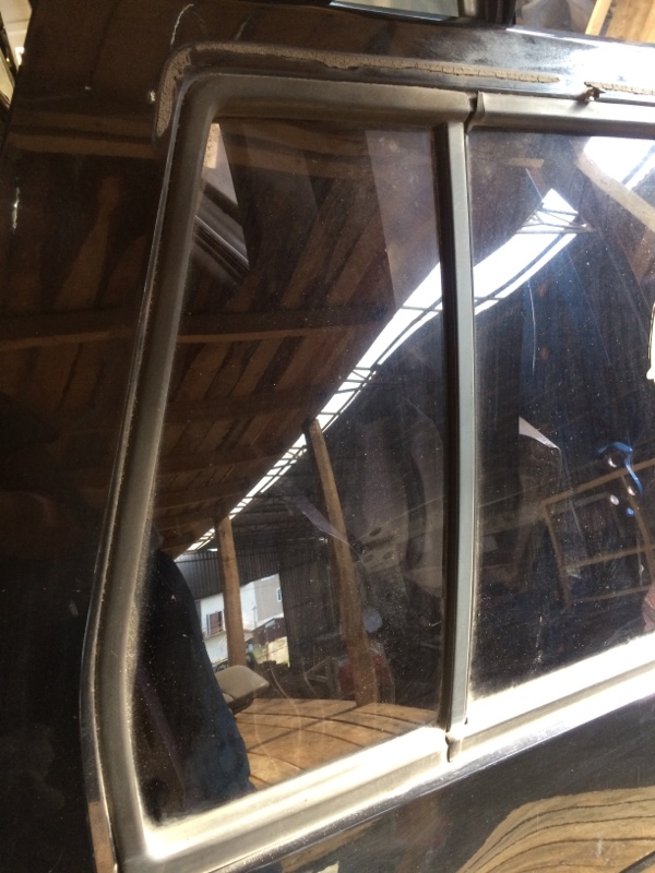 Форточка двери Nissan Terrano WBYD21 задняя правая (б/у)