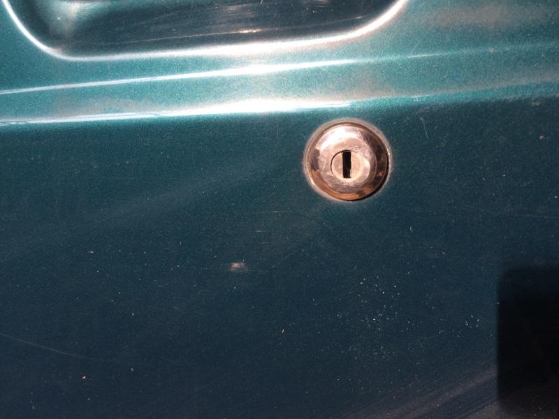 Личинка замка Nissan Safari WYY60 передняя левая (б/у)