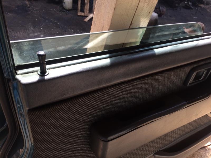 Стекло двери Nissan Safari WYY60 переднее левое (б/у)