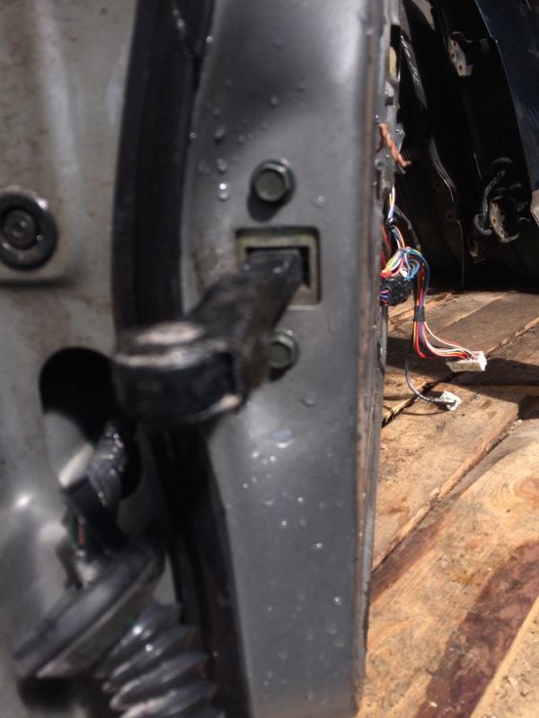 Ограничитель двери Nissan Bluebird Sylphy QG10 передний правый (б/у)