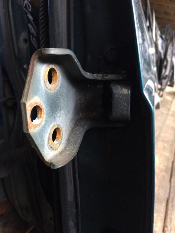 Петли на дверь Nissan Safari Y60 передние левые верхние (б/у)