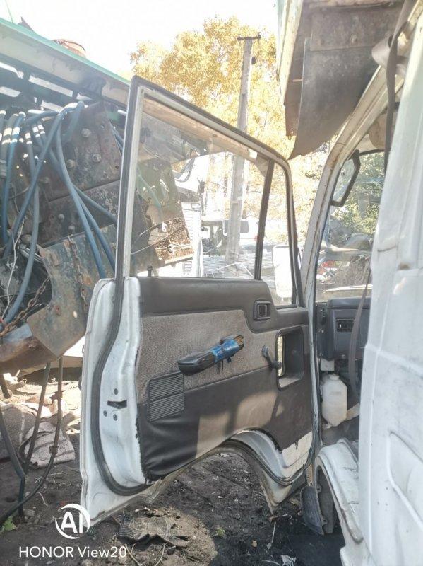 Петли на дверь Nissan Atlas UF22 NA16 передние левые (б/у)