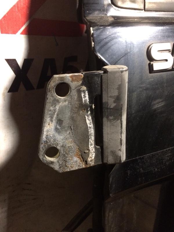 Петли на дверь Nissan Safari Y60 задние верхние (б/у)