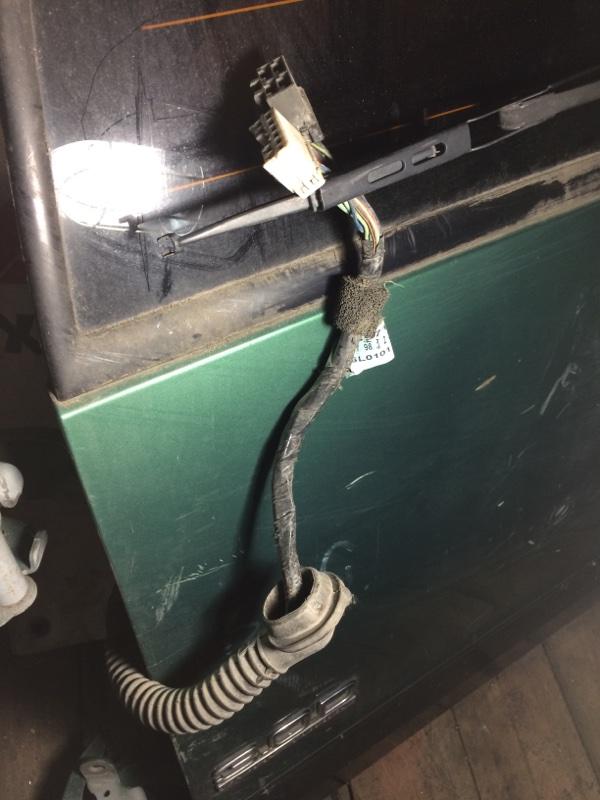 Проводка двери Isuzu Bighorn UBS69 задняя (б/у)