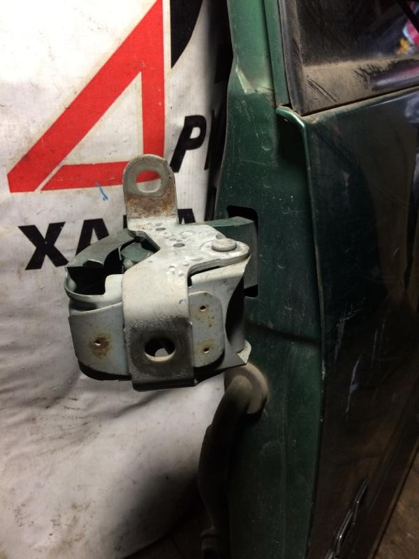 Петли на дверь Isuzu Bighorn UBS69 задние верхние (б/у)