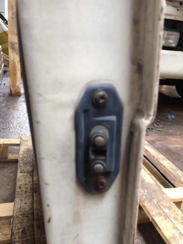 Доводчик двери Mazda Bongo SS28 задний левый (б/у)