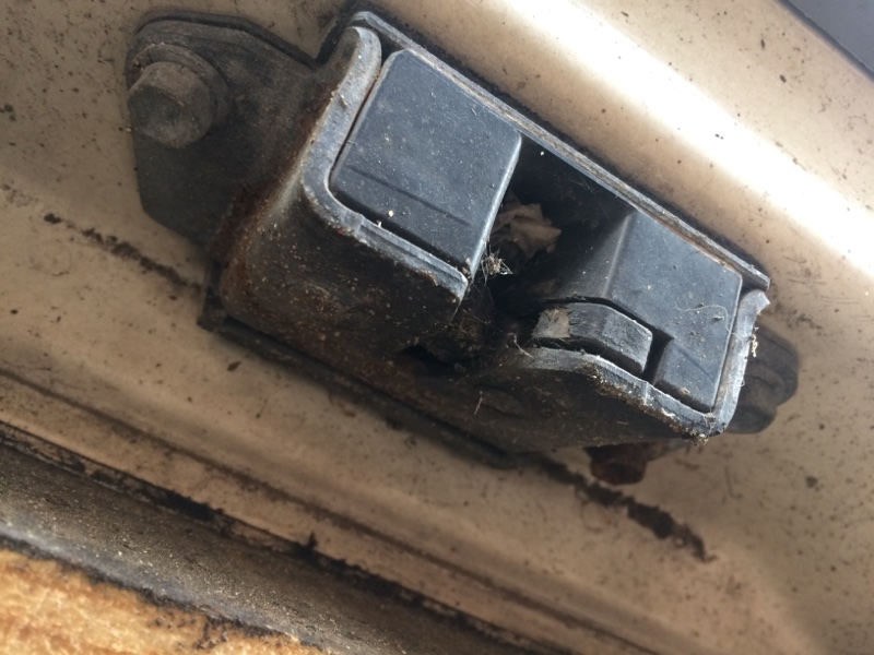 Замок двери Toyota Hilux Surf RZN185 задний (б/у)