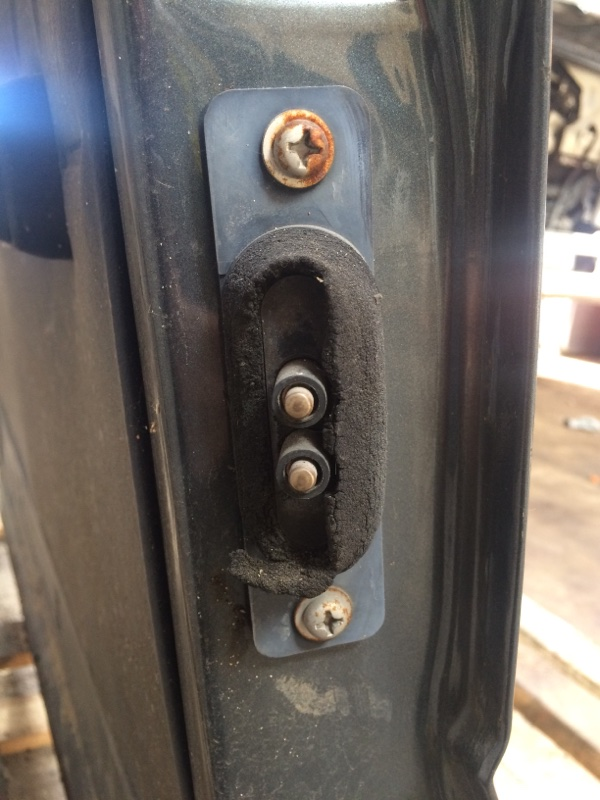 Доводчик двери Nissan Largo C22 задний левый (б/у)