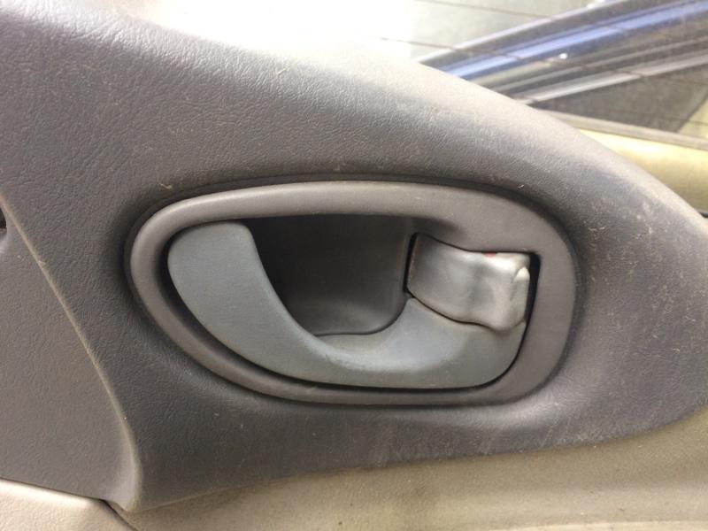 Ручка двери внутренняя Mitsubishi Delica PE8W передняя правая (б/у)