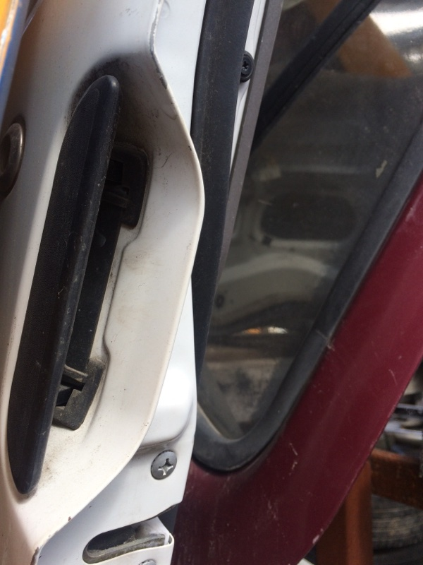 Ручка двери внешняя Mazda Bongo SS88 передняя левая (б/у)