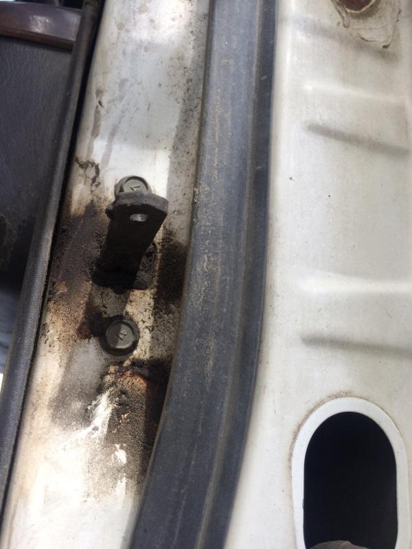 Ограничитель двери Nissan Terrano PR50 задний левый (б/у)