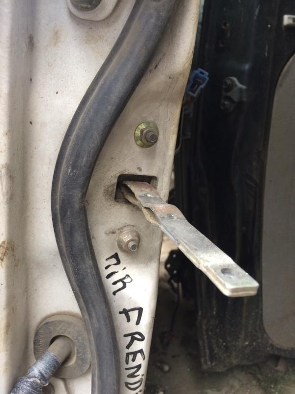 Ограничитель двери Mazda Bongo Friendee SGLR передний правый (б/у)