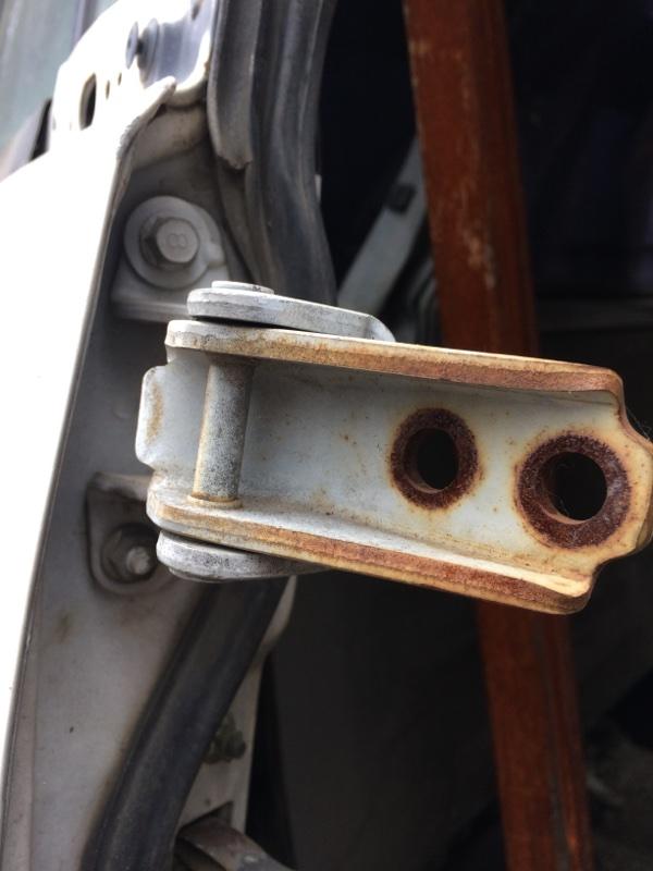 Петли на дверь Mazda Bongo Friendee SGLR передние правые верхние (б/у)