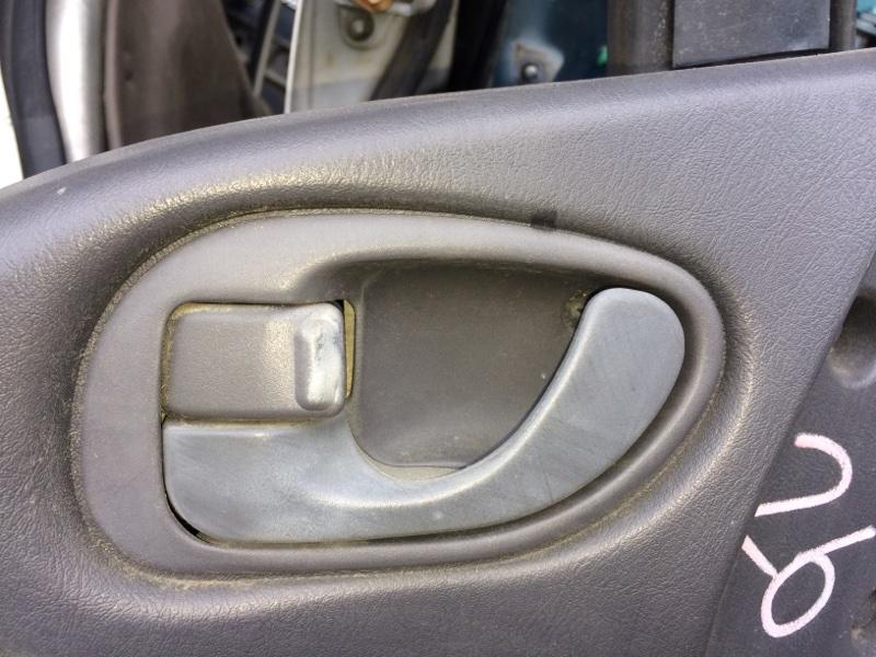 Ручка двери внутренняя Mitsubishi Delica PE8W передняя левая (б/у)