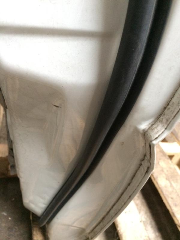 Уплотнительная резинка дверей Nissan Elgrand AVE50 передняя правая (б/у)