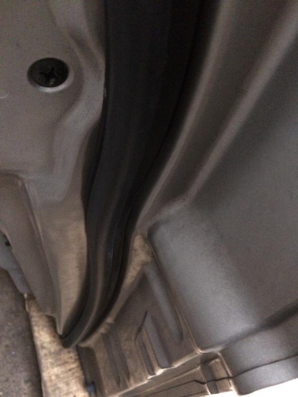 Уплотнительная резинка дверей Mitsubishi Delica PE8W передняя правая (б/у)