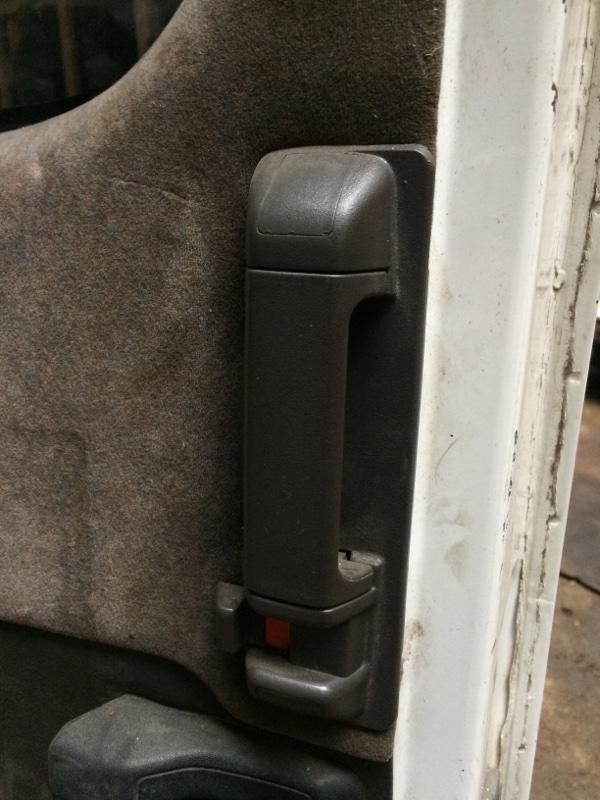Ручка двери внутренняя Toyota Hiace KZH106 задняя левая (б/у)