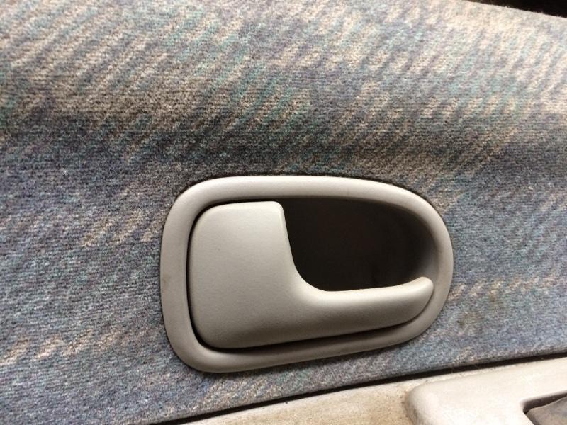 Ручка двери внутренняя Mazda Bongo Friendee SG5W передняя левая (б/у)