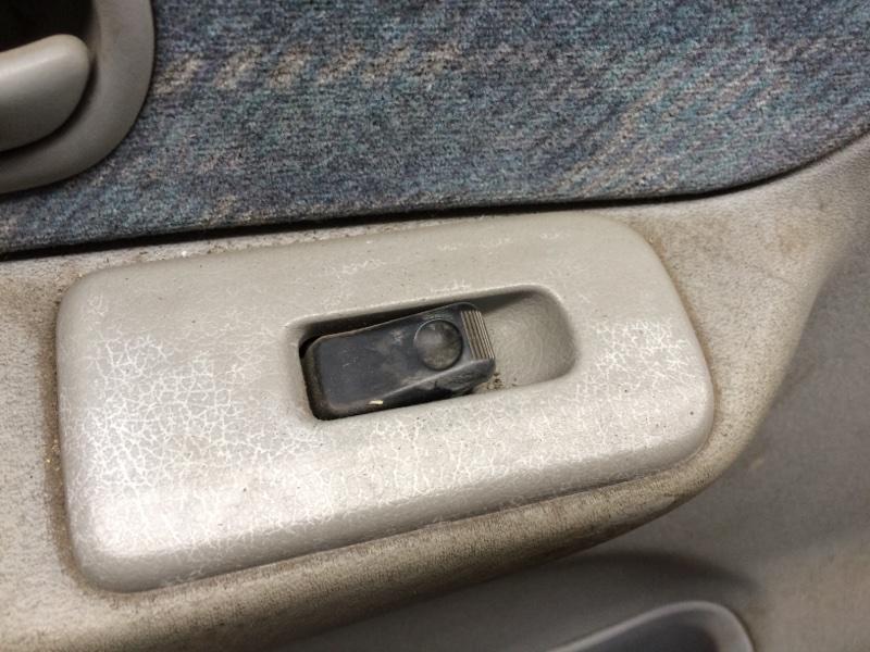 Пульт стеклоподъемника Mazda Bongo Friendee SG5W передний левый (б/у)