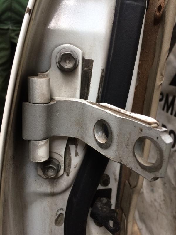 Петли на дверь Toyota Crown JZS171 передние правые верхние (б/у)