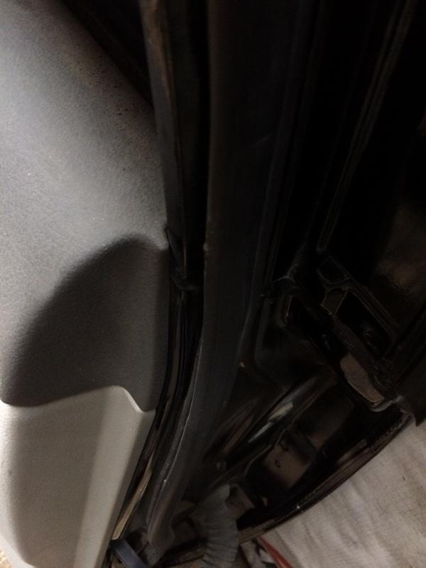 Уплотнительная резинка дверей Toyota Camry ACV40 задняя левая (б/у)