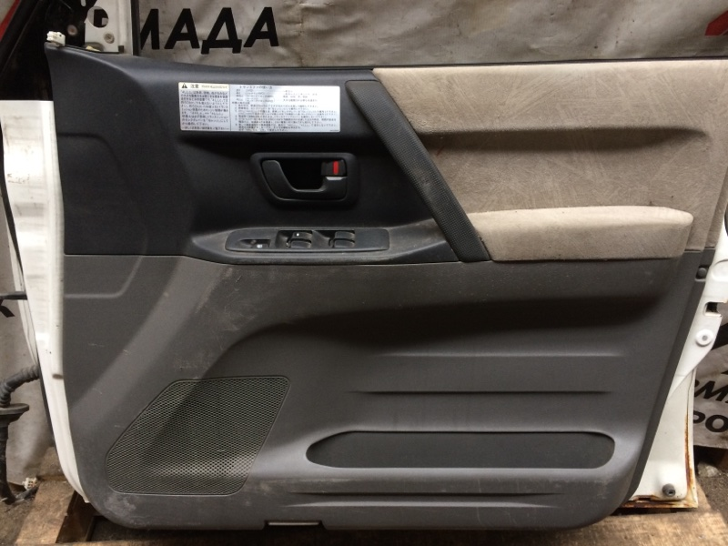 Дверная карта Mitsubishi Pajero V75W передняя правая (б/у)